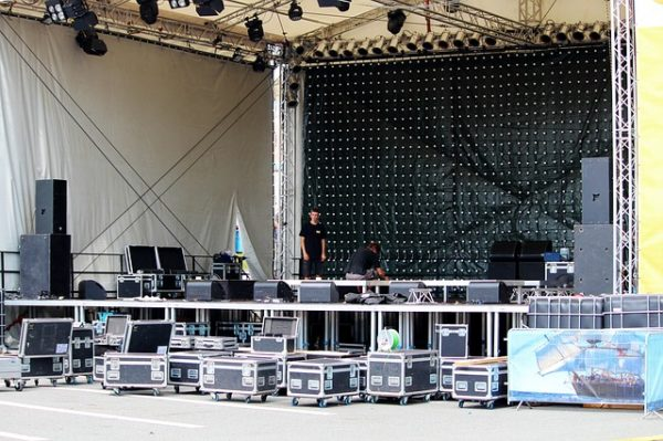 stage-construction-888147_640